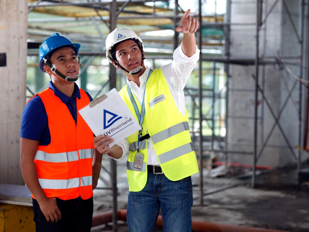 Use our training to improve your expertise in the field of construction management | TÜV Rheinland
