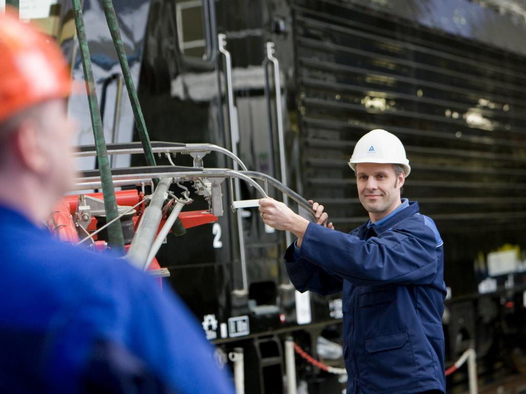 Asset management for the rail sector | TÜV Rheinland