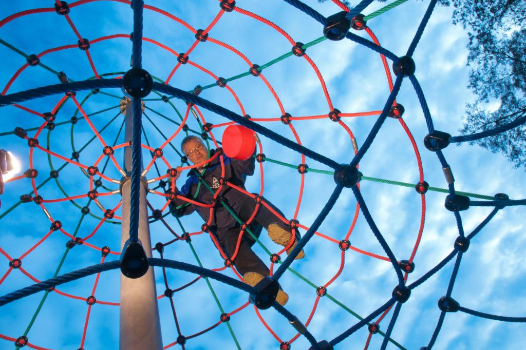 Children's Playgrounds & Climbing Parks